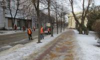 Посыпка песком тротуаров по улице Ленина, 18 февраля 2020г.